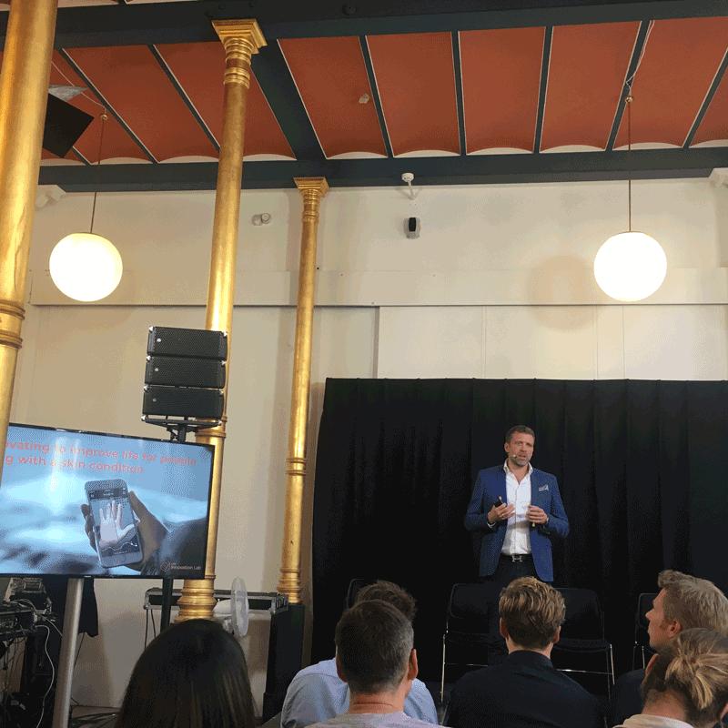 Keynote zu künstlicher Intelligenz bei der Session vom LEO Innovation Lab auf dem Copenhagen Techfestival.