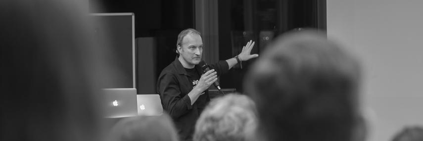 Felix Guder mit der Keynote für die 5. Jahreskonferenz von Design to Business
